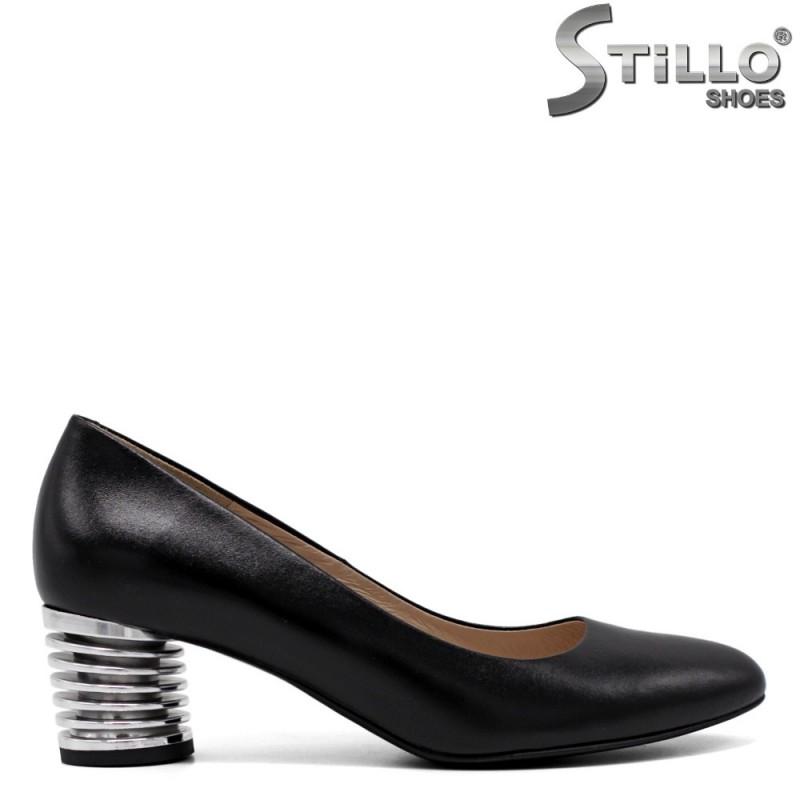 Дамски обувки на среден метален ток - 33753