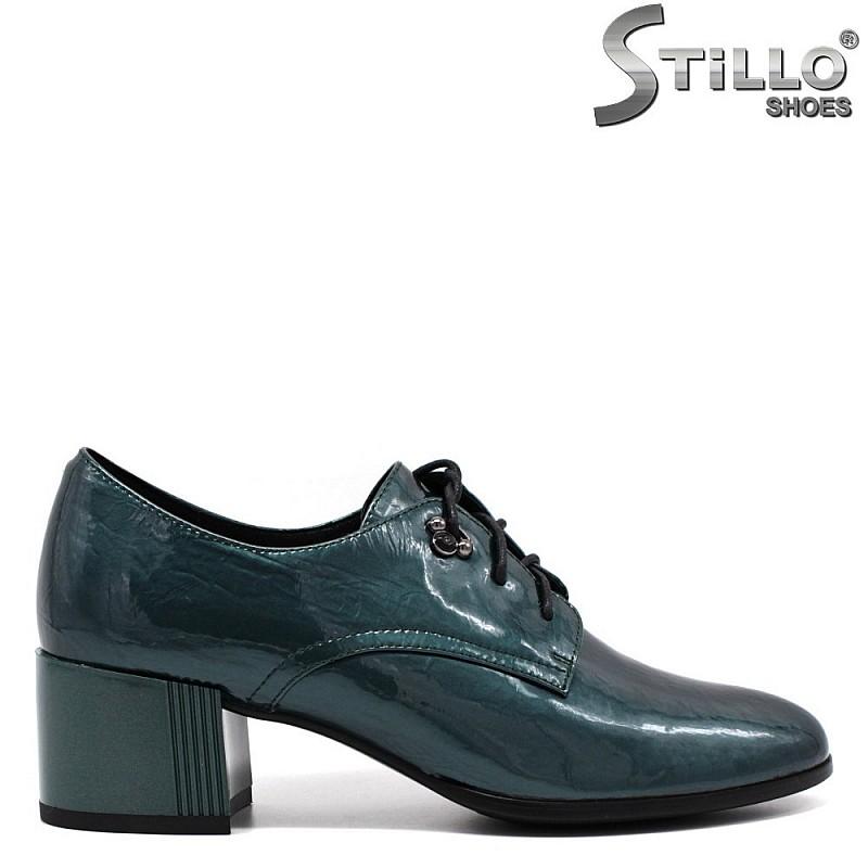 Зелени есенни дамски обувки с връзки на среден ток - 33770