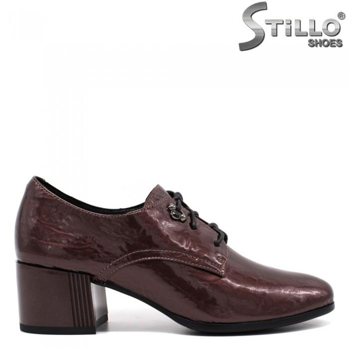 Дамски обувки от  кафяв лак с връзки - 33772