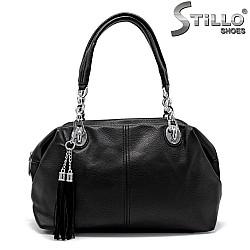 Дамска чанта със синджири и пискюли - 33828