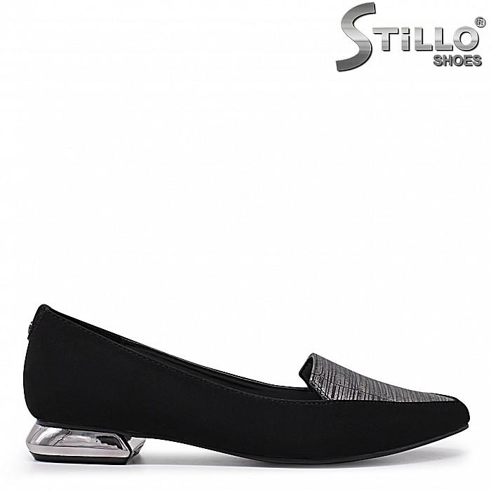 Остри велурени обувки на нисък ток- 35975