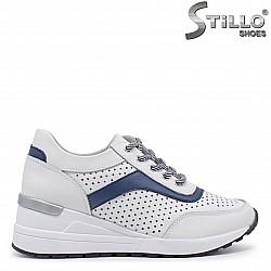 Спортни обувки на платформа с перфорация - 35989