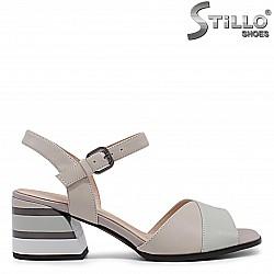 Дамски сандали в бежово и зелено на среден ток- 36017