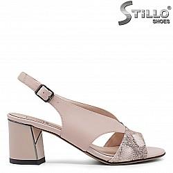 Елегантни дамски сандали в бежово на среден ток- 36026