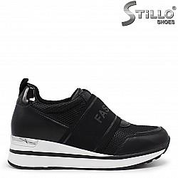 Дамски спортни обувки с ластик- 36045