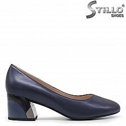 Елегантни сини обувки на среден ток -36053