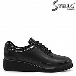 Затворени дамски обувки с връзки-  36069