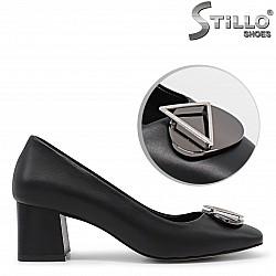 Елегантни обувки на среден ток - 36157