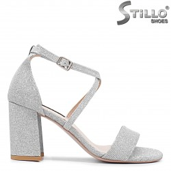 Сребристи абитуриентски сандали - 36285