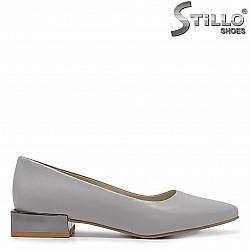 Сиви елегантни обувки на нисък ток - 36289