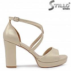 Златисти абитуриентски сандали на стабилен ток и платформа- 36306