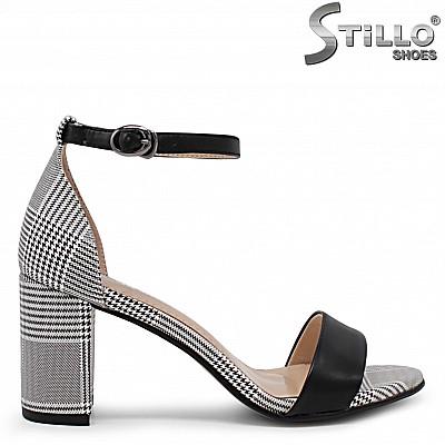 Пепитени сандали на ток - 32840