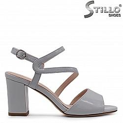 Сиви лачени сандали на ток – 33203