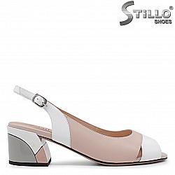 Елегантни сандали на среден цветен ток - 36024