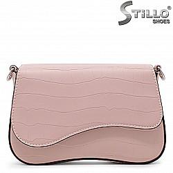 Розова дамска чанта за през рамо – 36122
