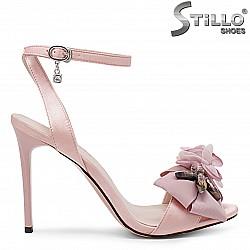 Розови абитуриентски сандали с декорация – 36186
