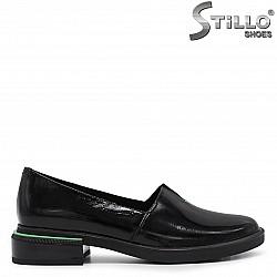 Елегантни дамски обувки на нисък ток - 36226