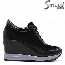 Дамски спортни обувки на платформа - 36228