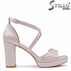 Розови сандали на платформа и висок широк ток - 36291