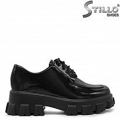 Дамски затворени обувки на гръндж платформа - 36299