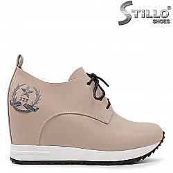 Бежови спортно-елегантни обувки на платформа - 36304