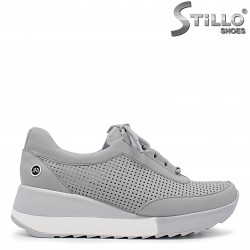 Сиви спортни обувки на платформа - 36311