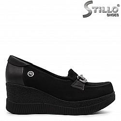 Затворени обувки на платформа - 36312