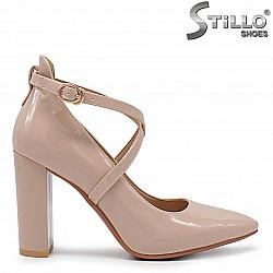 Дамски обувки с каишки на ток - 36338