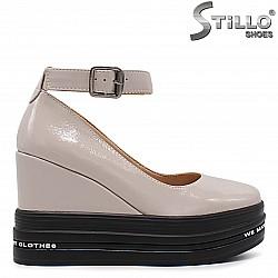 Бежови спортно-елегантни обувки  на платформа - 36342