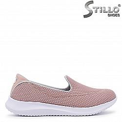Спортни обувки от текстил в розово - 36351