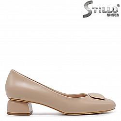 Бежови дамски обувки с нисък ток – 36363