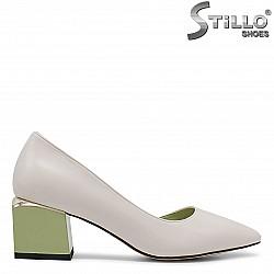 Отворени  дамски обувки в бежово - 36388