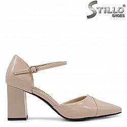 Елегантни розови обувки с каишка на ток- 36391