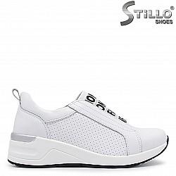 Бели спортни обувки на платформа - 36398