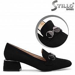 Обувки на нисък ток с украшение - 36404