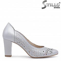 Сиви обувки от естествена кожа с перфорация – 36418