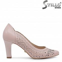 Перфорирани дамски обувки от кожа в цвят пудра – 36419