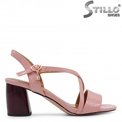 Дамски сандали от розов лак на среден ток – 36194