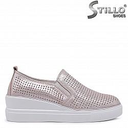 Розови спортни обувки на платформа от естествена кожа – 36430