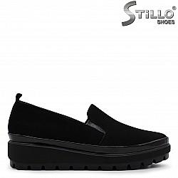Дамски обувки от естествен велур на платформа – 36515