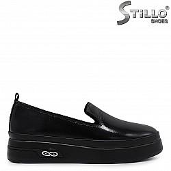 Ежедневни дамски обувки от естествен лак  - 36516