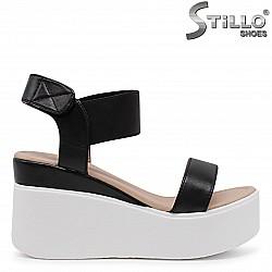 Дамски сандали на платформа в черно и бяло – 36524