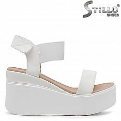 Бели дамски сандали на платформа – 36525