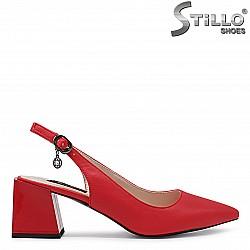 Червени елегантни обувки с изрязана пета – 36529