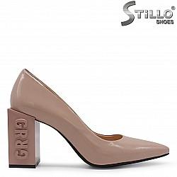 Бежови дамски обувки от естествен лак на моден ток - 36554