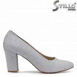 Дамски обувки в сребърен брокат на ток – 36558