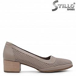 Кафяви обувки от естествена кожа с перфорация – 36579