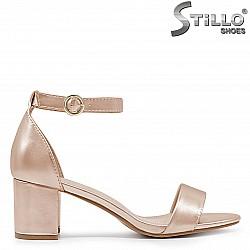 Дамски сандали на среден ток в медно златно  - 36584