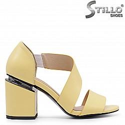 Жълти сандали на висок дебел ток  – 36597