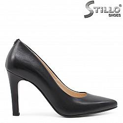 Елегантни обувки на ток от естествена кожа – 36615